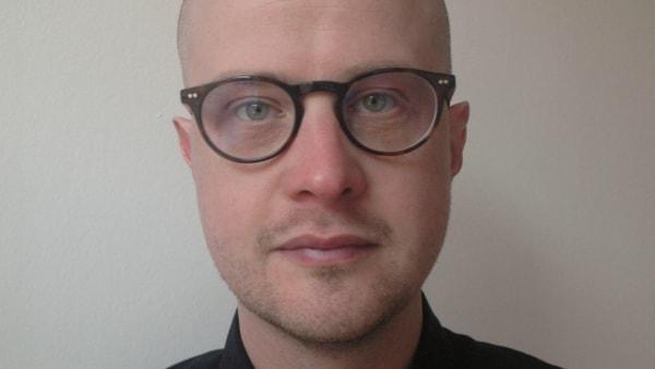En af Danmarks bedste portrætskrivere er fynbo: Danni Travn kommer meget tæt på de kendte