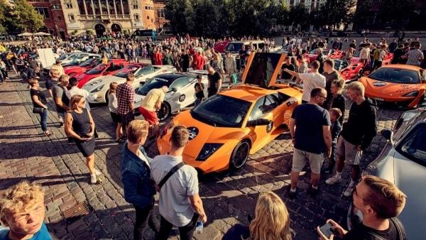 Rigmænd viser superbiler frem i Odense: Kom tæt på McLaren, Lamborghini, Ferrari, Porsche, Rolls Royce, Aston Martin og mange flere