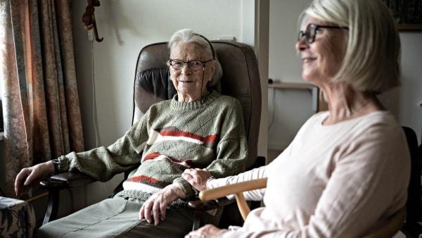 Bente har undladt at svare på plejehjems appel om hjælp: Tiden rækker kun til at besøge moren