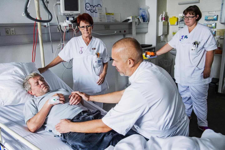 sygeplejerske daterer en patient kvinde dating yngre mandlige
