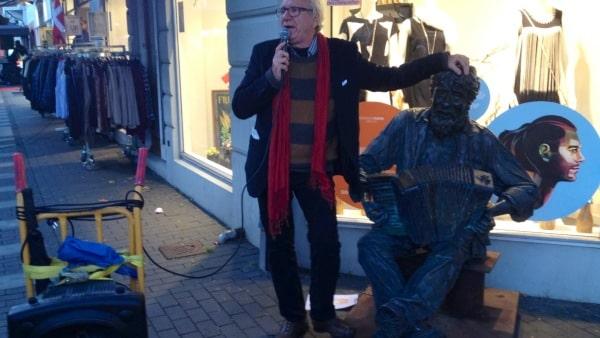 Galschiøt gik på gaden: På 14 dage har 1200 set hans værker i ridehuset