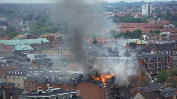 Thommy fulgte branden fra Odenses højeste hus: - En tagdækker gik derovre og brændte tagpap på
