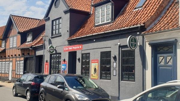 Klokken 16.22 fredag fik Den Røde sin alkoholbevilling: Så fik Kristian og hans ansatte travlt