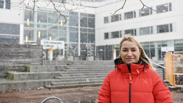 Nyuddannede sygeplejersker fra VIA i Randers går direkte...