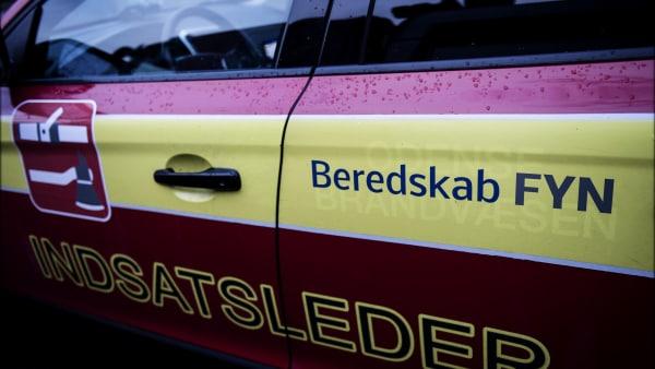 Uheld med skærebrænder: Stråtag stod i flammer