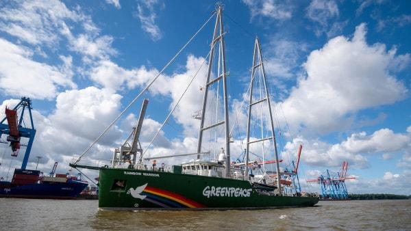 Kendt Greenpeaceskib på vej mod Esbjerg