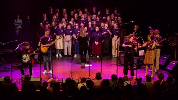 Musikefterskolen i Humble synger for hele Danmark
