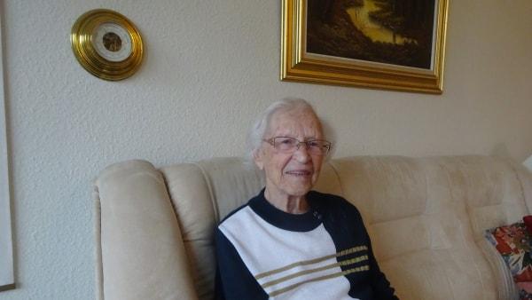 Jensine på 100 år passede russiske flygtninge op...