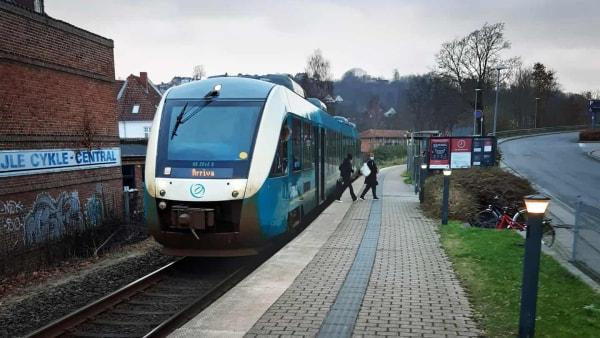 Transportminister afviser kritik af tog-forringelse